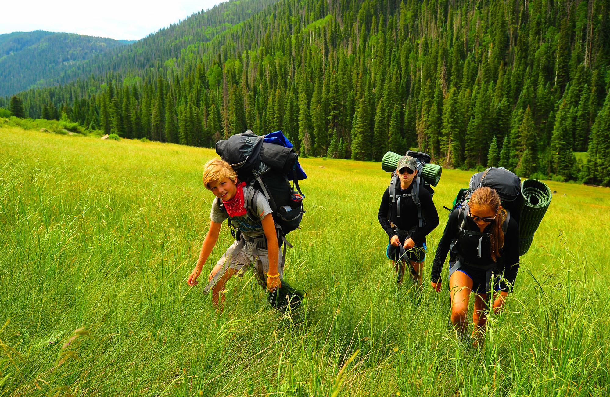 teens hiking in colorado | Moondance Adventures